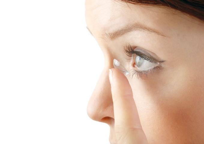 Probetragen von Contaktlinsen
